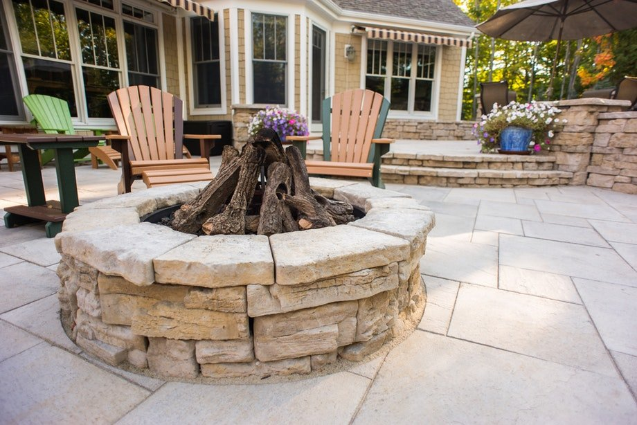 High Format Belvedere fire pit kit in fondulac. Other High Format products shown are Belvedere wall, dimensional coping and dimensional flagstone in fondulac.