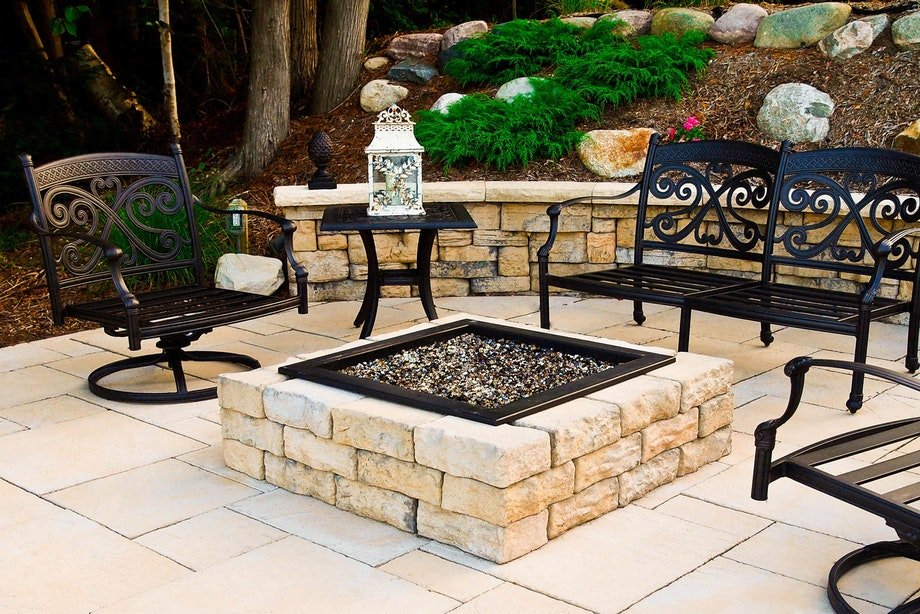 High Format dimensional fire pit kit in<Br> fondulac. Other High Format products used are <br>Belvedere wall, dimensional flagstone and dimensional<br> coping in fondulac.