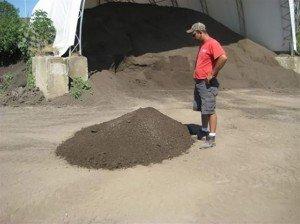 topsoil-1-yard-300x224[1]